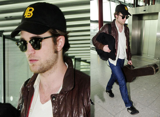 http://thevampireclub.files.wordpress.com/2010/04/56e5c17b61612de6_photos_of_robert_pattinson_at_heathrow_airport_flying_to_vancouver_for_eclipse_reshoots_with_kristen_stewart_and_taylor_lautner.jpg