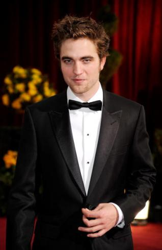 Golden Globes 2011 Robert-pattinson-tuxedo