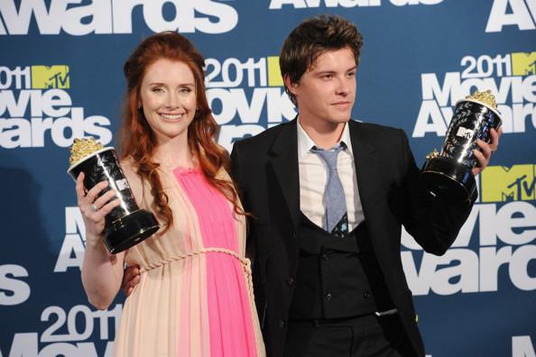 MTV Movie Awards 2011 - Página 3 Xaviersamuel2011mtvmovieawardspressrnzoi_88xohl
