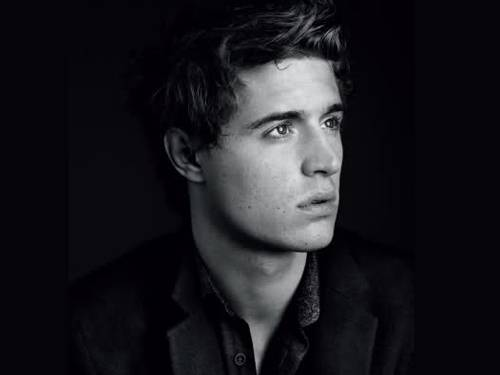 Smithsonian Clever Person[Jack´s Profile] A-eye-candy-max-irons-3