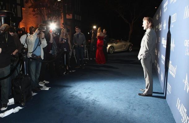 Dakota Fanning / Michael Sheen - Imagenes/Videos de Paparazzi / Estudio/ Eventos etc. - Página 5 Tvc-008-20120224michaelmq