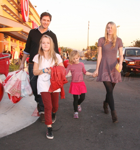 Peter Facinelli shopping with his daughters