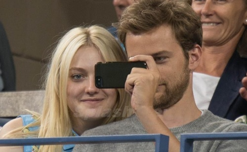 Actress Dakota Fanning and her new boyfriend Jamie Strachan cuddle up as they watch the evening tennis matches at the US Open
