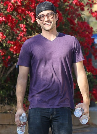 Jackson Rathbone quenches the paparazzi's thirst