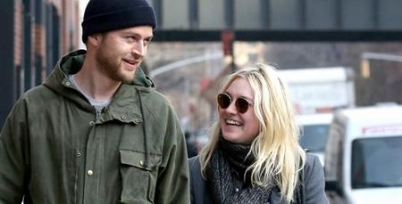 Lovebirds Dakota Fanning and Jamie Strachan makes a CVS run