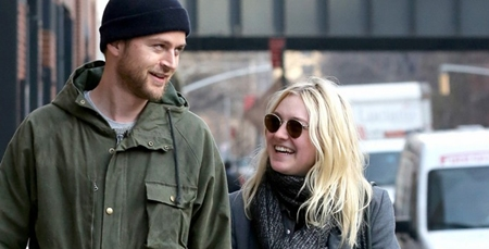 Lovebirds Dakota Fanning and Jamie Strachan makes a CVS run